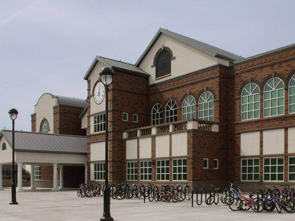 Thomas Jefferson Middle School(托马斯-杰弗逊中学)